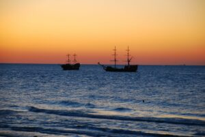 Łeba plaża o zachodzie słońca