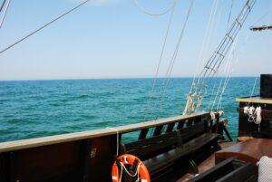 Wycieczki na pełne morze piracką galerą