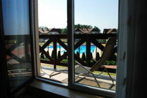 Balkon w widok na basen